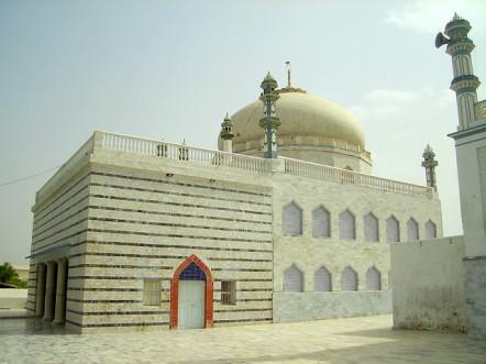 Jhok Sharif - Sufi Inayat Shaheed Tomb - Flikr - 2011 - 01.jpg
